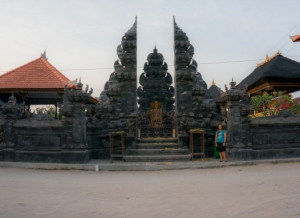 Nusa Lembongan temple 02